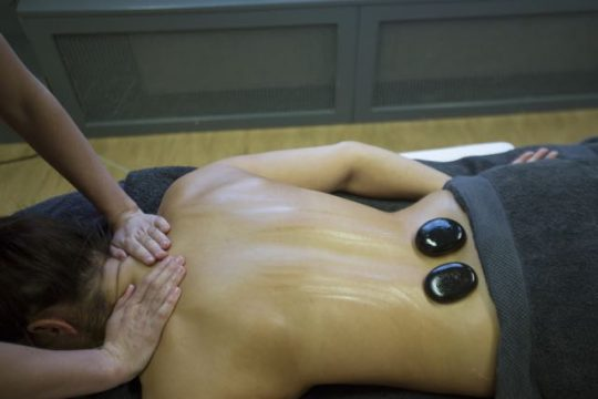 Hot stone massage Amstelveen - Beautysalon Moments in Amstelveen
